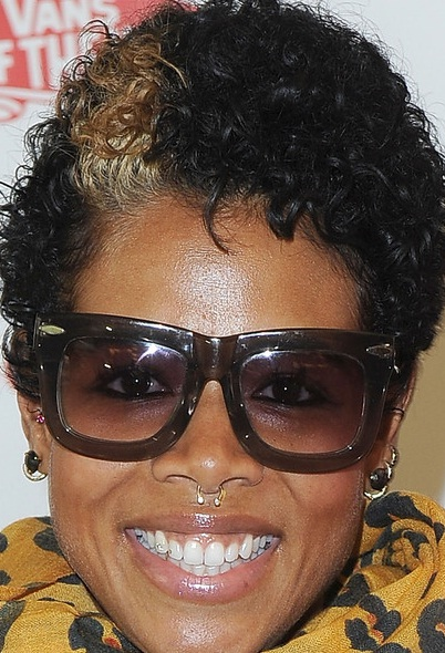 kelis short curly hair 301 moved permanently